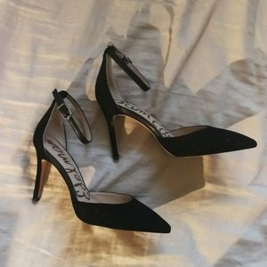 NWOT Point toe ankle strap suede pumps